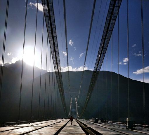 那人、那桥、那光影
